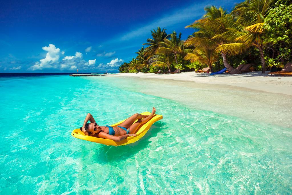 Lily Beach Resort & Spa Huvahendhoo 5* repülőjeggyel*****